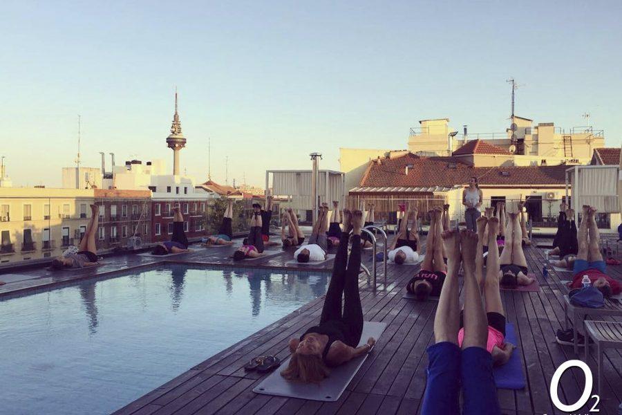 Respira aire fresco en la clase de Yoga de Verano en la Terraza