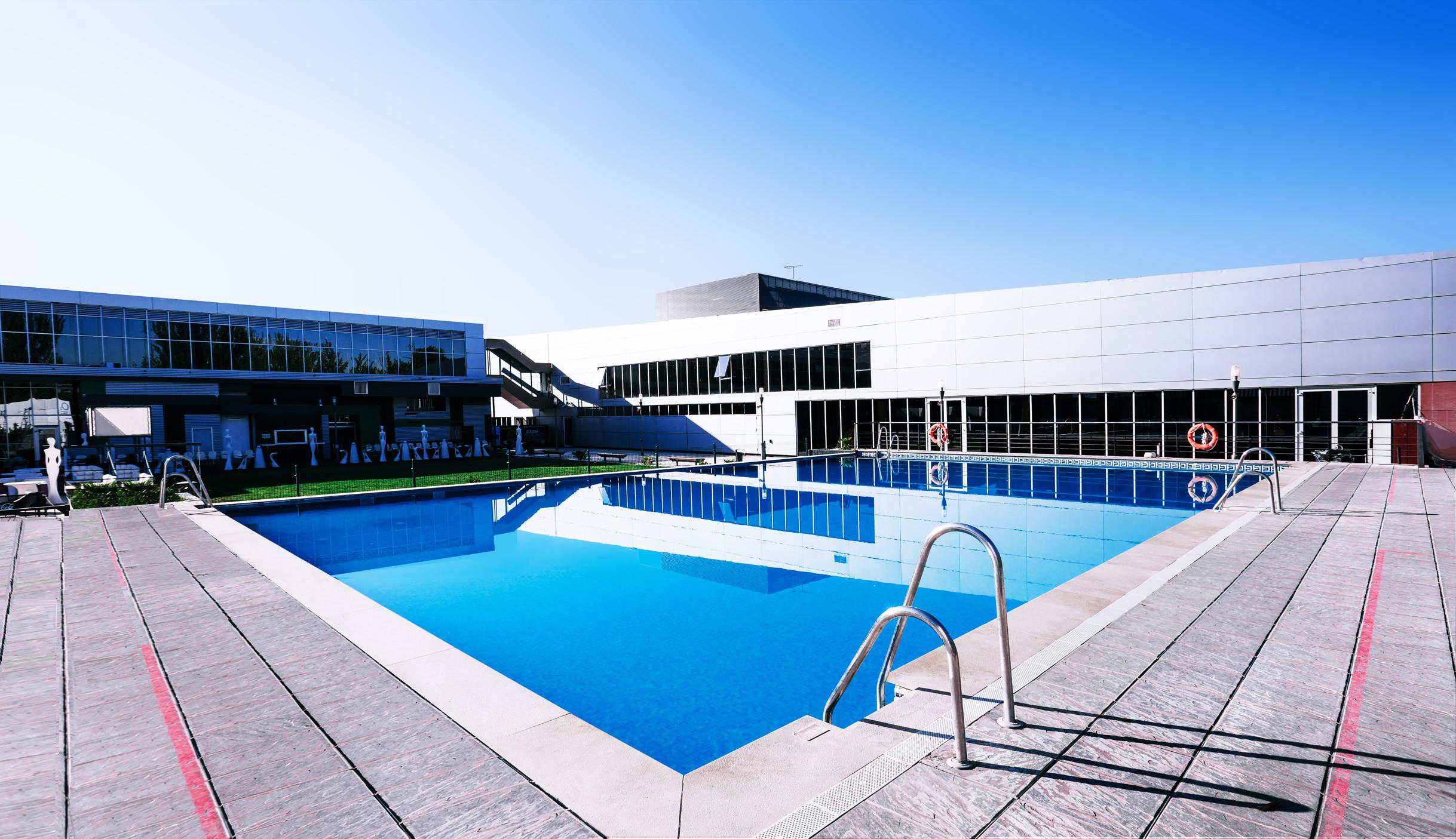 Cursos de nataci n o2 centro wellness plenilunio for Piscina de natacion